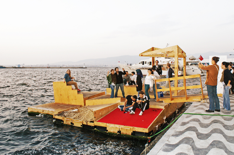 Izmir floating docs